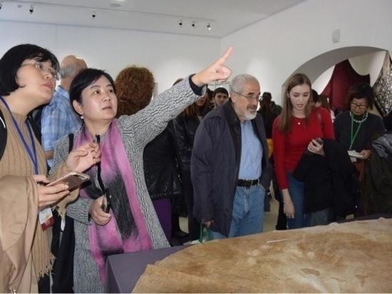 Шелка тысячелетнего возраста впервые экспонируются в Черкесске