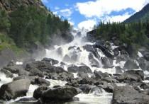 Алтайский водопад признали одним из самых красивых в стране