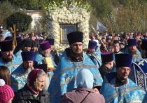 В Курской области прошел крестный ход с иконой «Знамение»