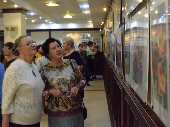 В ивановской администрации открылась выставка живописи «Золотая осень»