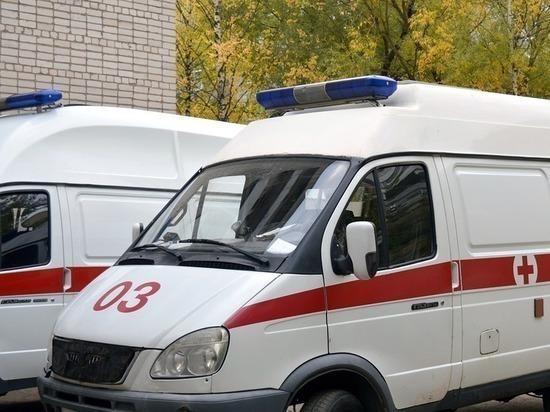 СМИ: поругавшийся с женой житель Саратова выпал с детьми из окна