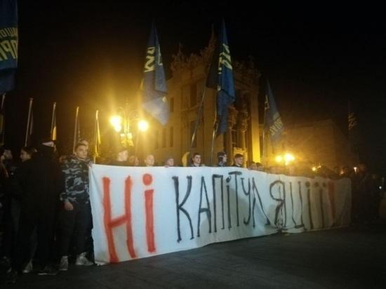 На Майдане протестуют против «формулы Штайнмайера»