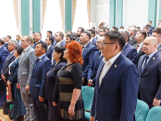 Депутаты горсовета Улан-Удэ получили мандаты и поделили портфели