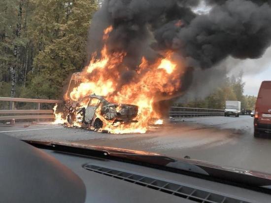 Водитель «Мазды» заживо сгорел в машине после столкновения с маршруткой