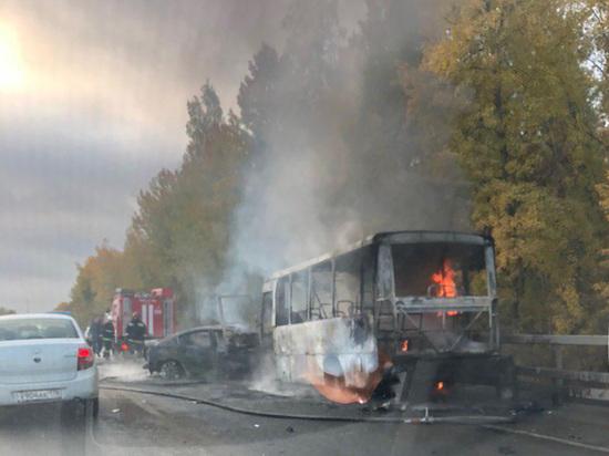 Пассажиры сгоревшего на Волхонском шоссе автобуса получат страховые выплаты