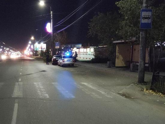 В Улан-Удэ гонщик-нарушитель сбил двух молодых людей