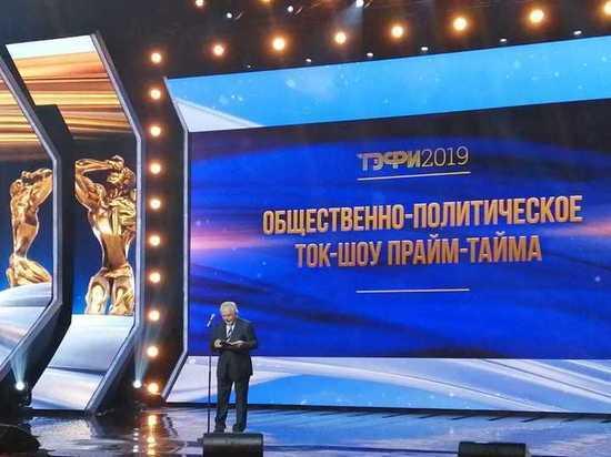 Статуэтку ТЭФИ за лучшее общественно-политическое ток-шоу вручил Павел Гусев