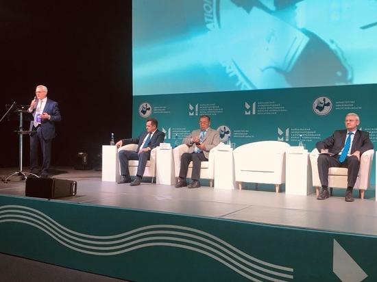 Алексей Соболь принимает участие в работе Байкальского международного салона образования