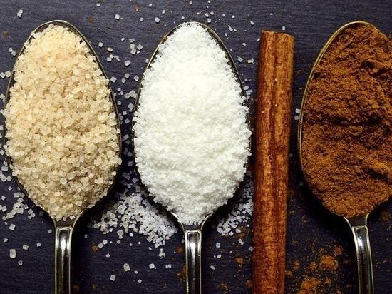 Медики рассказали о вреде употребления чая с сахаром
