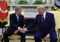 Потрогавшего коленку президента Финляндии Трампа
