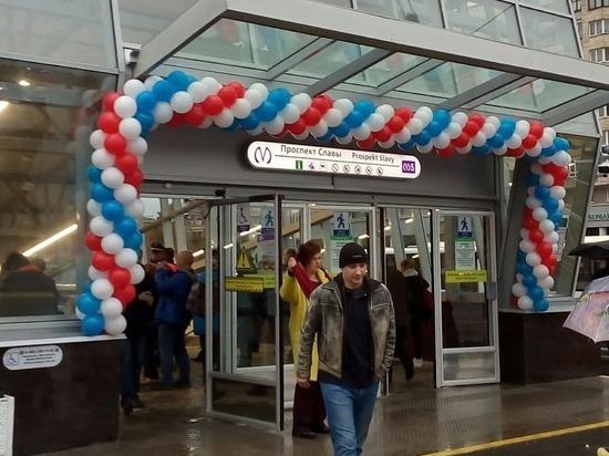В Петербурге открыли три новые станции метро