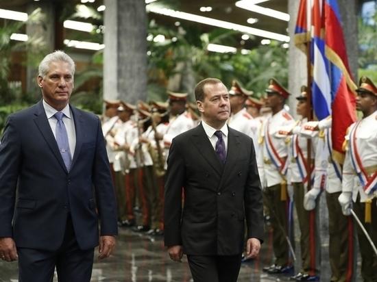 Медведева на Кубе встретили орлы