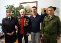 В Салехарде сотрудники Росгвардии навестили ветерана ВОВ