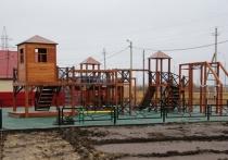 На новой детской площадке В Салехарде не сделали въезд для колясок