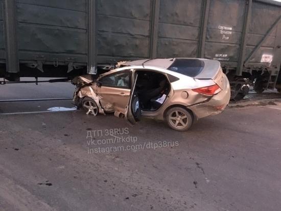 Иномарка залетела под поезд в Иркутске