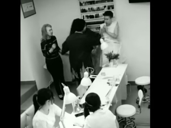 Гоген Солнцев решил засудить избитую им мастера маникюра