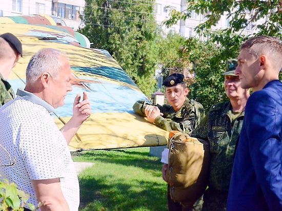 Военный летчик передал «кадетке» в Ставрополе инструкцию от истребителя