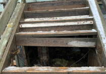 В жилом доме в Лабытнанги обрушились ступени крыльца