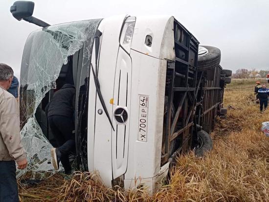 Туристам, пострадавшим при опрокидывании автобуса в Нижегородской области, оказывают помощь