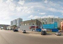 Девушку без сознания нашли около караоке в Барнауле, она успела сообщить, что ее толкнули с высоты