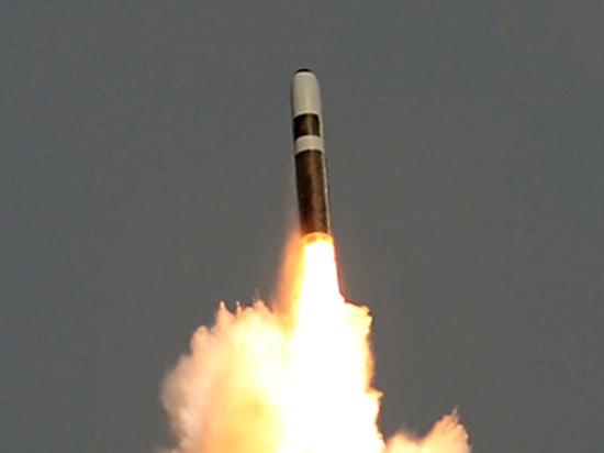 Появилось видео сближения ядерной ракеты США с гражданским самолетом