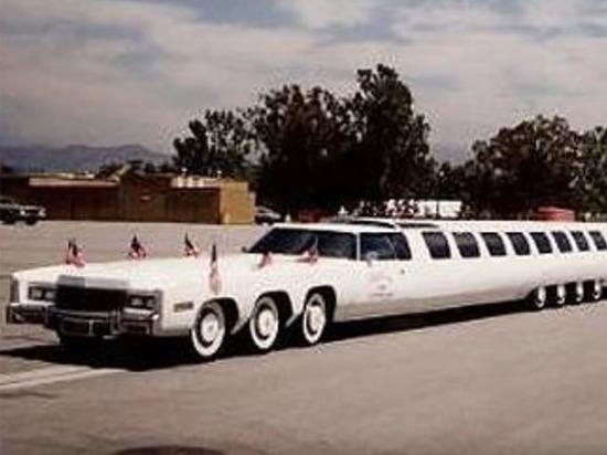 Самый длинный лимузин в мире чуть не погиб на парковке