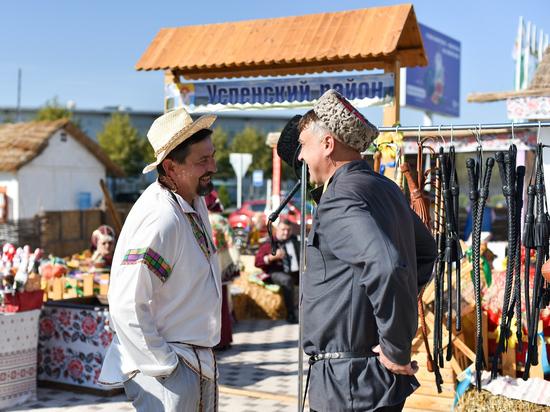 Более 800 участников выставили на «Кубанской ярмарке» технику, лошадей и плоды с овощами