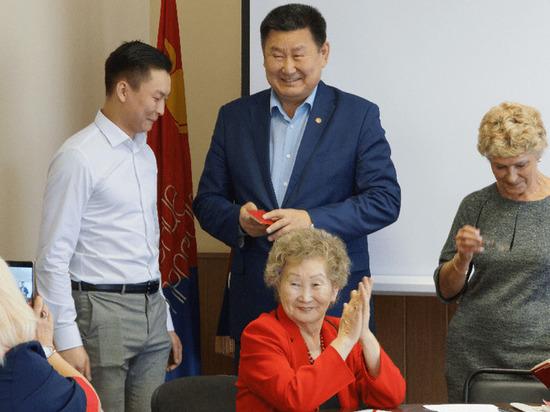 Коммунистам в Улан-Удэ показали чудо-ручку и чудо-ластик члена избиркома от «Единой России»