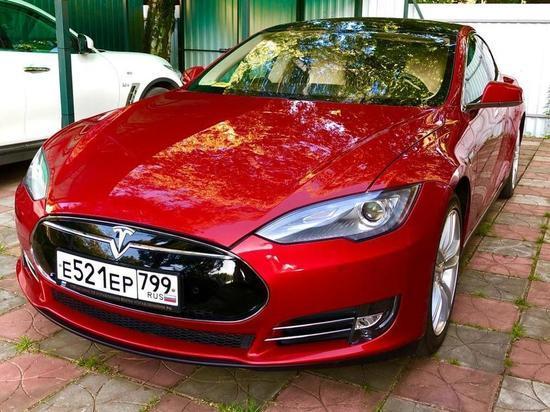 Владелец Tesla поделился опытом: «Бензиновый автомобиль — уже давно динозавр»