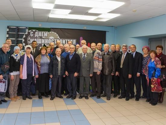 В Чебоксарах тракторостроители поздравили представителей старшего поколения