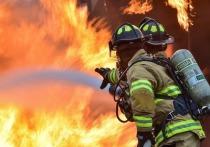В Новом Уренгое спасатели при пожаре в доме спасли 24 человека