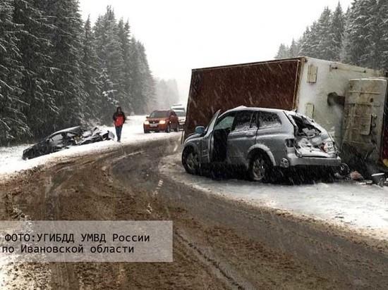 В Ивановской области грузовик врезался в три автомобиля