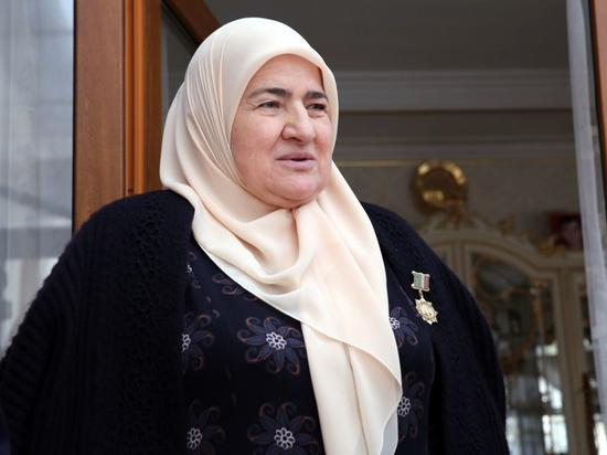 Мать Кадырова стала почетным гражданином Грозного