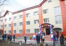 Сейчас в новом здании отделения проживает 74 человека в возрасте от 18 до 35 лет, отобранных медкомиссией