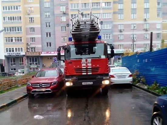 Нижегородские пожарные спасли мужчину, повисшего на карнизе 11 этажа