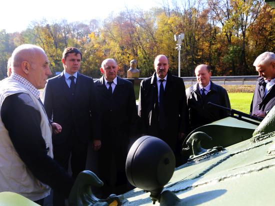На орловском мемориале появились танки