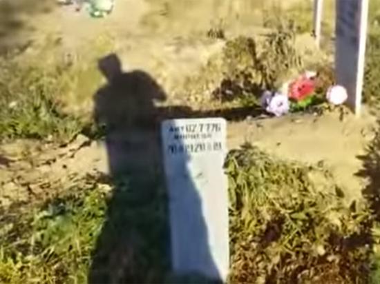 """Похоронная служба объяснила, что у заведующего кладбищем """"сломался трактор"""""""