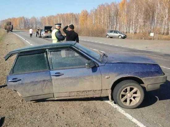 На трассе Томск-Мариинск столкнулись два отечественных автомобиля