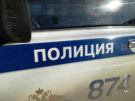 В Ленинске-Кузнецком разыскивают мужчину, который домогался до 14-летней девочки в транспорте
