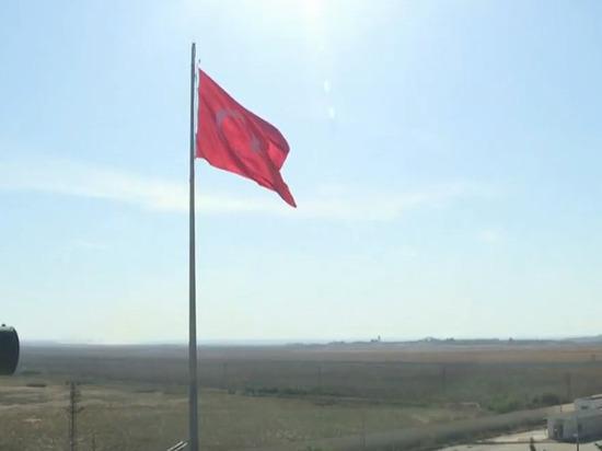 Турция перебросила бронетехнику к сирийской границе