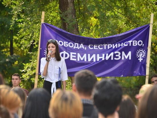 Первый разрешенный митинг феминисток прошел в Казахстане