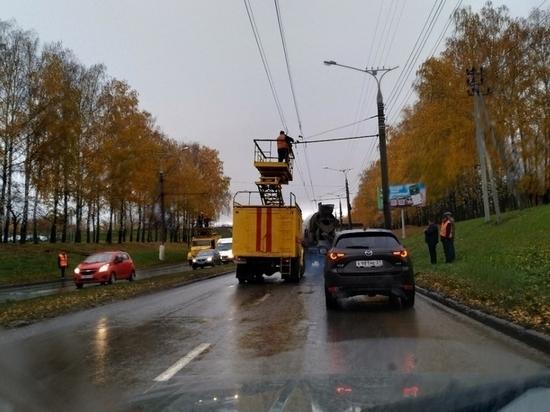 Движение троллейбусов остановилось на Марпосадском шоссе из-за обрыва сети
