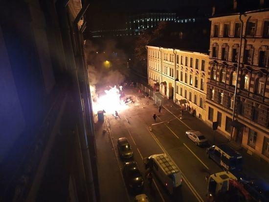 Пожарные час тушили горящий в центре Петербурга газопровод