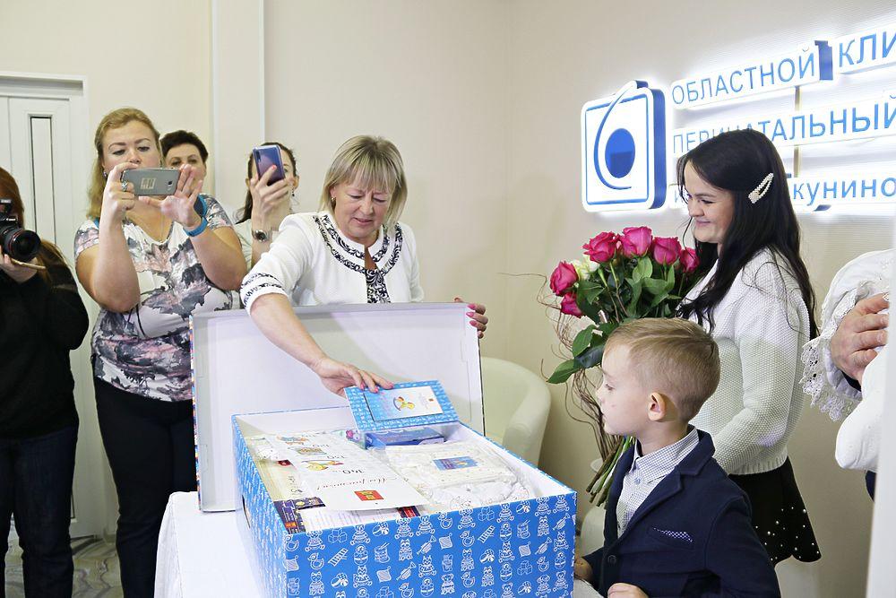 Первые тверские семьи с новорожденными получили подарки