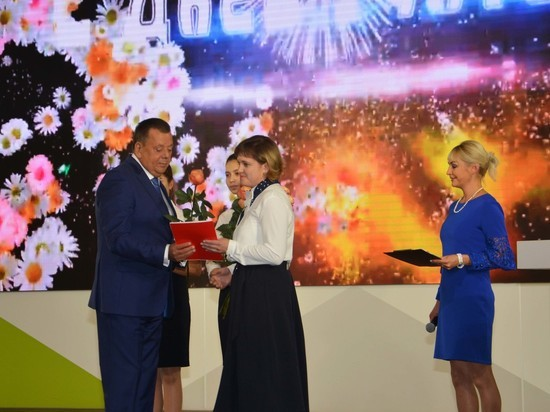 Александр Трубецкой поздравил учителей воронежской школы  №102 с профессиональным праздником