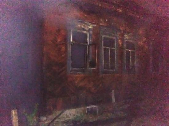 В Шумерле горел двухквартирный старый дом
