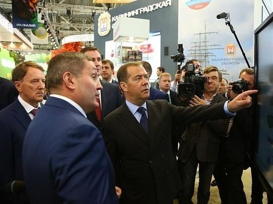 Медведев посетил стенд Волгоградской области на агровыставке в Москве