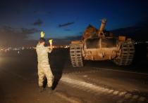 Турецкие войска начали пересекать границу с Сирией, сообщает Bloomberg