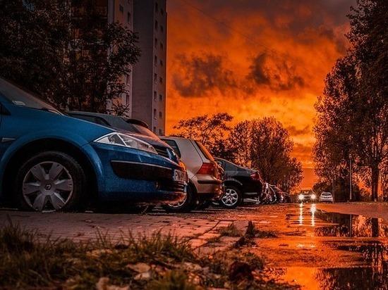 Неизвестный облил цементом две машины в центре Нижнего Новгорода