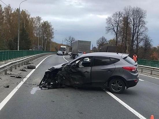 В Брянской области в ДТП с большегрузом пострадали три человека